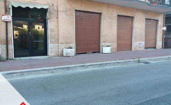 Affittasi tre locali commerciali con bagno a Sora (FR) – Rif. 41